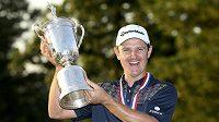 Golfista Justin Rose slaví vítězství na prestižním U.S. Open.