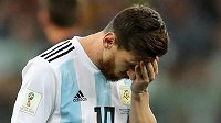 Argentinec Lionel Messi v duelu s Chorvatskem na MS.