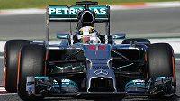 Britský jezdec Lewis Hamilton ze stáje Mercedes ovládl tréninky na Velkou cenu Španělska.