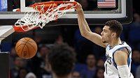 Smečařský král Zach LaVine z Minnesoty Timberwolves přijde kvůli zraněnému kolenu o zbytek sezóny v NBA