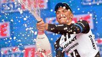 Německý cyklista Marcel Kittel slaví etapový triumf na Giru d´Italia.