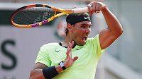 Španělský antukový král v akci. Tenista Rafael Nadal je počtrnácté v semifinále Roland Garros.