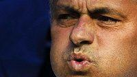 Nespokojený trenér Realu Madrid José Mourinho