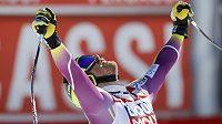 Norský lyžař Kjetil Jansrud se raduje z vítězství v závěrečném sjezdu Světového poháru v Méribelu.