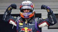 Daniel Ricciardo z Austrálie se raduje z triumfu v Grand Prix Maďarska na Hungaroringu.