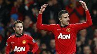 Fotbalisté Manchesteru United Juan Mata (vlevo) a Robin van Persie.