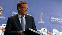 Generální sekretář FIFA Jerome Valcke na tiskové konferenci před losem kvalifikace MS 2018 v Petrohradu.