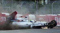 Brazilec Felipe Massa ukončil Velkou cenu Kanady tvrdým nárazem do bariéry.