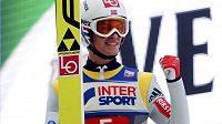 Nor Daniel Andre Tande se raduje z vítězství v Innsbrucku, třetím dílu Turné čtyř můstků.