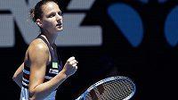 Vítězný vstup do Australian Open má za sebou šestá nasazená Karolína Plíšková. Česká tenistka porazila na centrálním dvorci Veronicu Cepedeovou z Paraguaye 6:3 a 6:4.