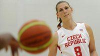 Basketbalistka Ilona Burgrová v přípravném utkání proti Kanadě