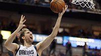 Basketbalista Dirk Nowitzki v dresu Dallasu.