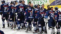 Liberečtí hráči se radují z vítězství a postupu do finále extraligy. Tam se utkají s Kometou Brno.