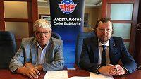 Prezident hokejových Českých Budějovic Roman Turek (vpravo) a generální ředitel společnosti Madeta Milan Teplý.