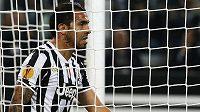 Zklamaný útočník Juventusu Carlos Tévez.