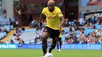 Nigerijský fotbalista Isaac Success z Watfordu to umí rozbalit nejen na hřišti.