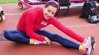 Denisa Rosolová se rozcvičuje v dějišti světového šampionátu v Londýně.