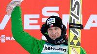 Český skokan na lyžích Roman Koudelka se raduje z vítězství v Engelbergu.