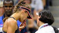 Zraněná Ruska Vitalia Djačenková během prvního kola US Open proti Sereně Williamsové