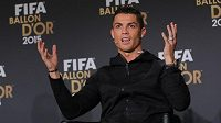 Cristiano Ronaldo při vyhlášení výsledků ankety Zlatý míč v Curychu.