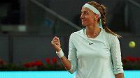 Radost Petry Kvitové. Na turnaji v Madridu postoupila už do čtvrtfinále.