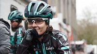 Švýcarská cyklistka Nicole Hanselmannová doplatila na Omloop Het Nieuwsblad na svoje ostré tempo.