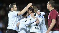 Fotbalisté Plzně se radují z gólu proti Spartě
