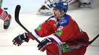 David Ullström ze Lva Praha oslavuje první gól během 4. utkání finále play off KHL proti Metallurgu Magnitogorsk.