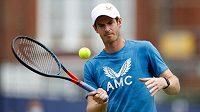Andy Murray při tréninku v londýnském Queen's Clubu.