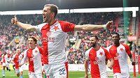 Tomáš Souček se raduje z gólu, kterým otevřel skóre derby ve prospěch Slavie.