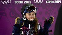 Americká lyžařka Maddie Bowmanová se raduje z triumfu na U rampě na OH v Soči.
