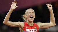 Ruská běžkyně Julia Zaripovová slaví na OH v Londýně vítězství v závodu na 3000 metrů překážek.