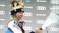 Mikaela Shiffrinová se raduje po obřím slalomu v Kronplatzu.