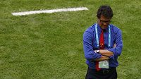 Zamyšlený trenér Ruska Fabio Capello během duelu proti Belgii.