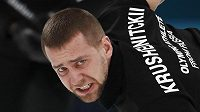 Ruský curler Alexandr Krušelnickij.
