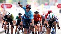 Pátou etapu cyklistického závodu Kolem Británie vyhrál ve finiši dvaadvacetiletý domácí jezdec Ethan Hayter