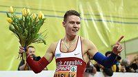 Běžec Pavel Maslák oslavuje zlato ve finále 400 m během halového mistrovství v atletice v O2 Areně v Praze.
