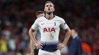Zklamaná hvězda Tottenhamu Harry Kane po finále fotbalové Ligy mistrů.