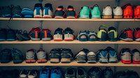 Střídat obuv se zkrátka vyplatí. Ekonomicky i zdravotně.