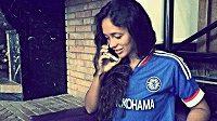 Viktoria Gamejevová se provokativně nechala vyfotit v dresu Chelsea.