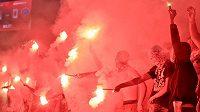 Fanoušci Slavie zapálili v utkání s Olomoucí ve druhém poločase světlice.