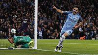 Ilkay Gündogan z Manchesteru City jásá po výyrovnávacím gólu proti Barceloně.