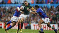 Jean de Villiers z Jihoafrické republiky bojuje s hráči Samoy.