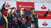 Sebastian Vettel (druhý zprava) by jako nástupce Marka Webbera raději přivítal Kimiho Räikkönena (vlevo).