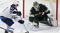 Brankář Devan Dubnyk se v NHL stěhuje z Minnesoty do San Jose
