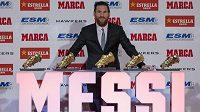 Hvězda Barcelony Lionel Messi se svou sbírkou trofejí.