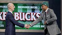 Milwaukee si tento týden vybralo v draftu NHL jako celkově druhého Jabariho Parkera (vpravo). Bucks by mohli získat posilu i do relizačního týmu v podobě slavného Jasona Kidda.