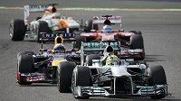 Němec Nico Rosberg s Mercedesem při Velké ceně Bahrajnu.