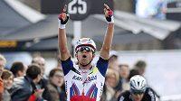 Norský cyklista Alexander Kristoff v cíli závodu Kolem Flander.