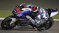 Motocyklový jezdec Jorge Lorenzo ze Španělska vyhrál v Kataru kvalifikaci na první Velkou cenu sezóny v třídě MotoGP.